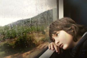 Junge traurig, müde